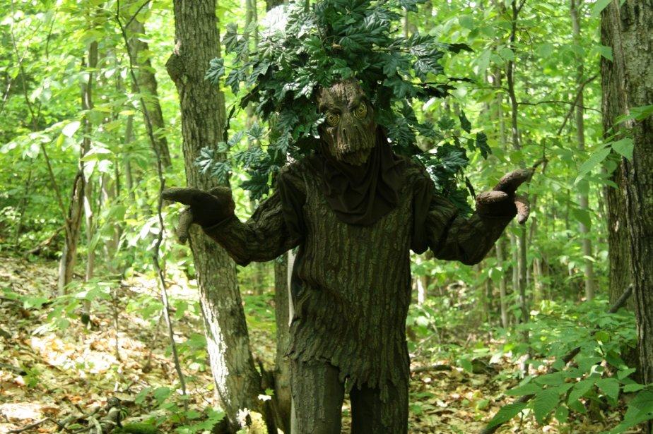 Les dryades sont quelques-unes des créatures fantastiques qui peuplent la forêt du Sanctuaire. Conçues et réalisées par François Carrere, accessoiriste au Cirque du Soleil, leur peau a été moulée contre l'écorce véritable d'un arbre. | 1 mars 2011