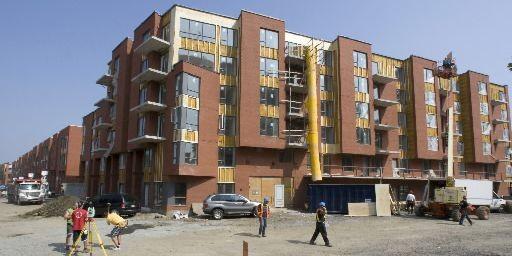 La construction du complexe Trilogis Monkland avance rondement.... (Photo Rémi Lemée, La Presse)