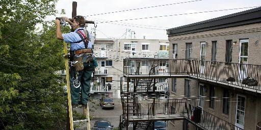 François Pilon de Corde à linge Montréal installe... (Photo François Roy, La Presse)