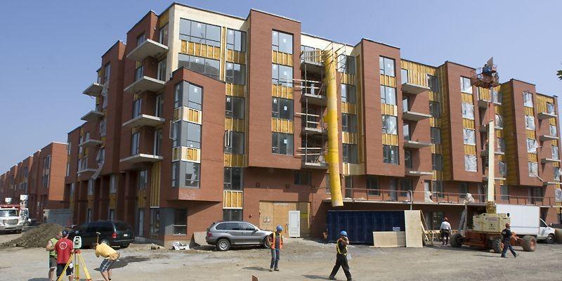 Le Trilogis Monkland, un ensemble de trois bâtiments,... (Photo Rémi Lemée, La Presse)