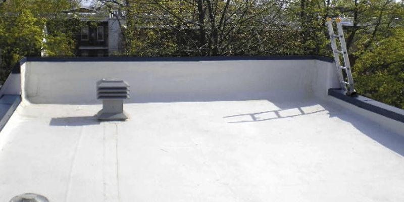 La couleur blanche empêche la membrane de toiture... (Photo Guide Perrier)