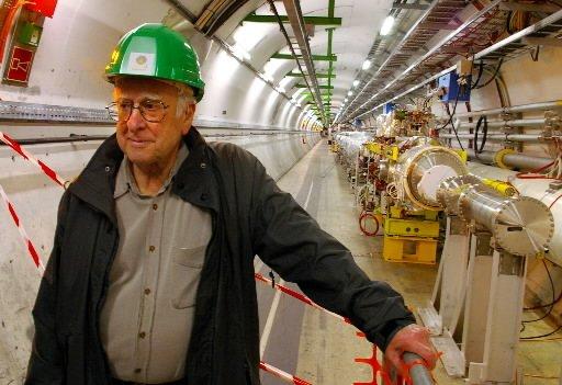 Le physicien Peter Higgs, que l'on voit ici... (Photo: Archives AFP)