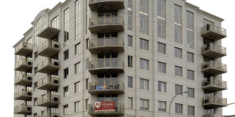 L'édifice de huit étages en blocs de béton... (Photo Bernard Brault, La Presse)