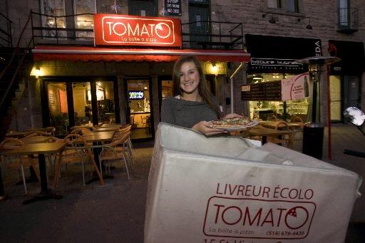 La pizza de Tomato est livrée... en scooter!... (Photo: André Pichette, La Presse)