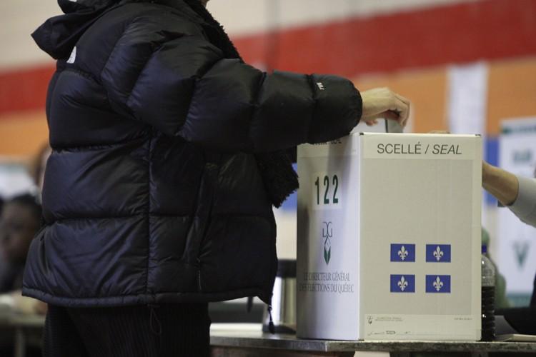Jean Charest envisage de déclencher des élections, un... (Photo: La Presse)