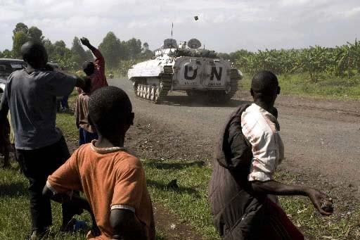 Des civils fuayant la guerre dans la province... (Photo: Reuters)