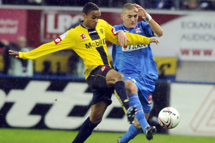 Carlos Alberto Carlao, du FC Sochaux, bataille avec... (Photo: AFP)