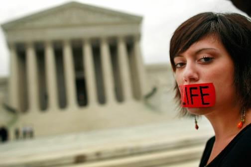 Mariage gai et avortement sont au coeur de nombreux référendums... (Photo: AFP)