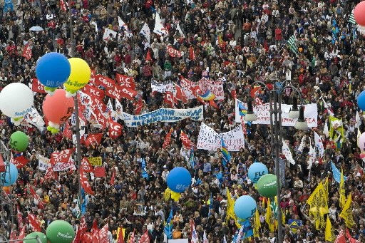 Manifestation massive en Italie contre la réforme scolaire.... (Photo Reuters)
