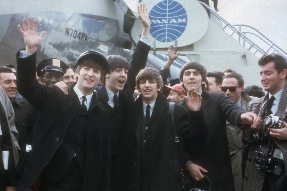 Les Beatles arrivent à New York en 1964... (AP)