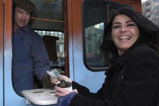 Vendeur de marrons chauds au centre-ville de Montréal.... (Photo: Rémi Lemée, La Presse)
