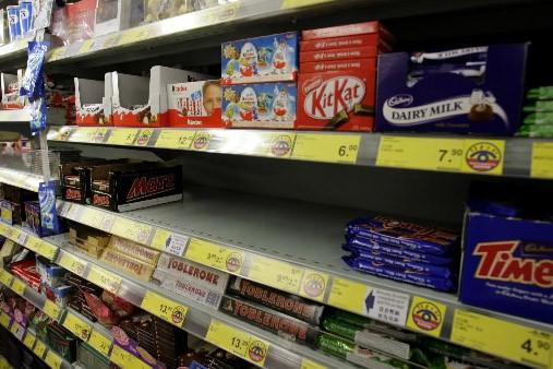 Des tablettes de chocolats ont été retirées.... (Photo AP)
