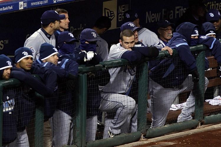Les joueurs des Rays étaient abattus dans l'abri... (Photo: AP)