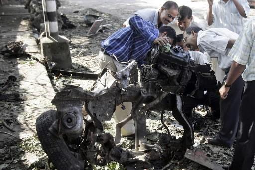 Les autorités indiennes ont entamé vendredi leur difficile enquête... (Photo: AP)