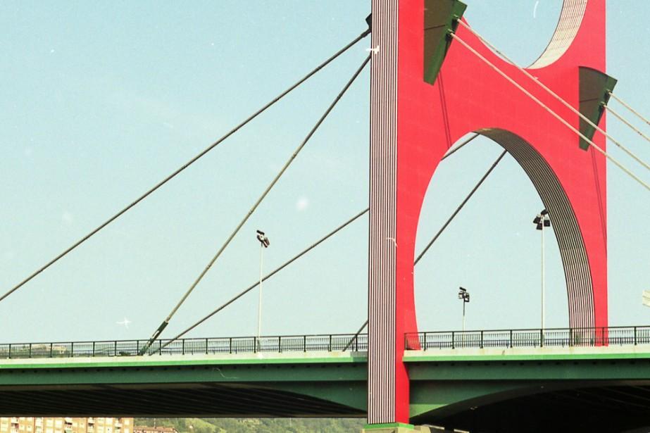 À côté du musée Guggenheim, Les arches rouges,... (Photo: Sébastien Templier, La Presse)