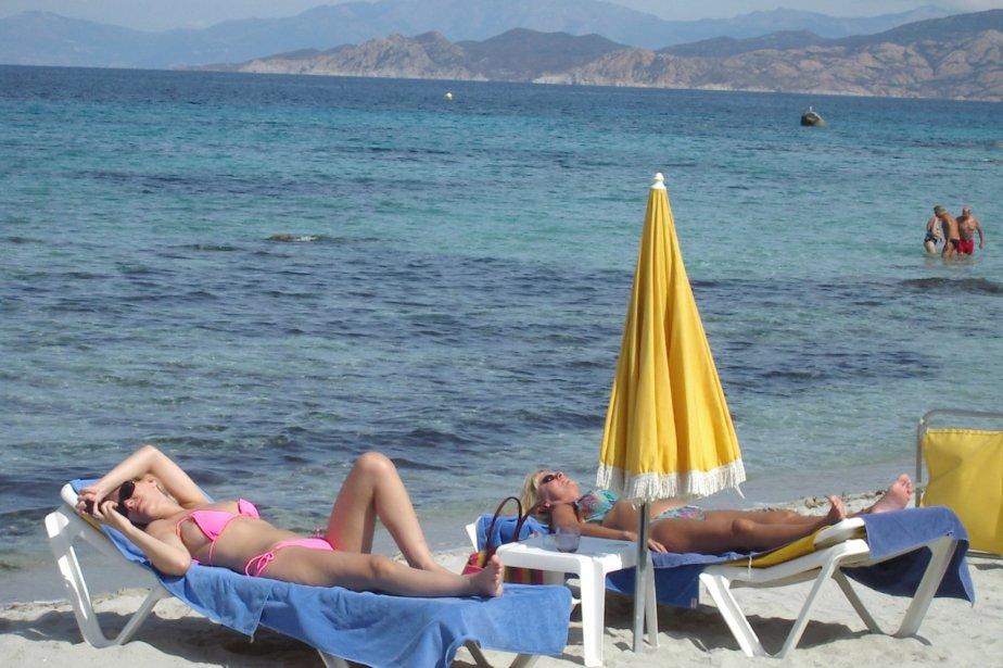 Les plages de L'Île-Rousse étaient presque désertes en septembre mais l'eau était encore bonne: entre 21 et 24 degrés Celsius. | 1 mars 2011