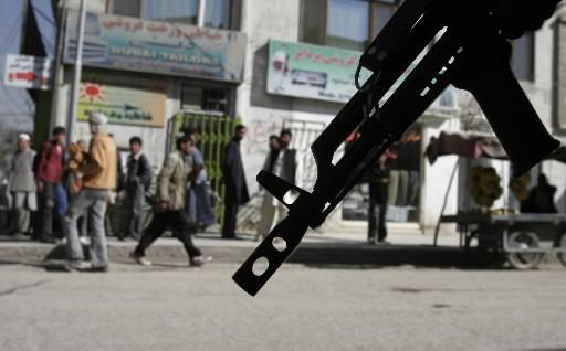 Un policier afghan monte la garde dans une... (Photo: AP)