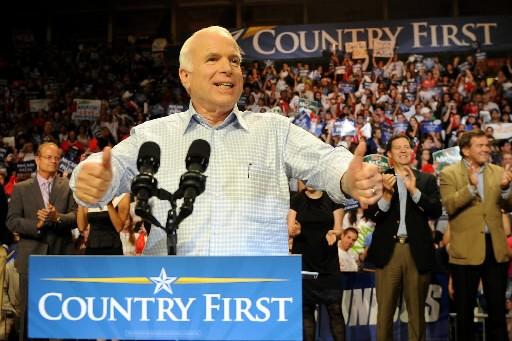 John McCain lors d'un discours en Floride.... (Photo: AFP)