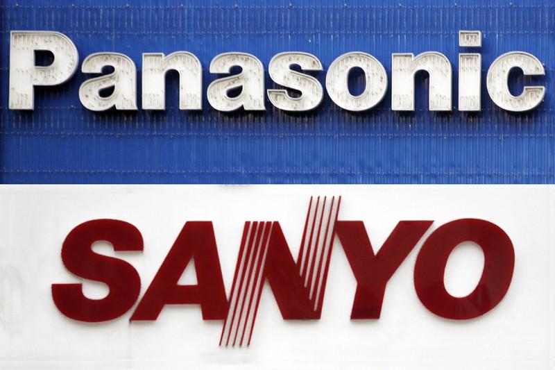 Les logos de Panasonic et Sanyo... (AFP)
