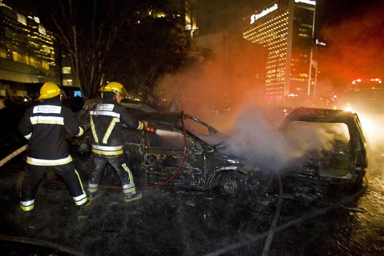 L'avion s'est écrasé dans une allée piétonnière toute... (Photo: AFP)