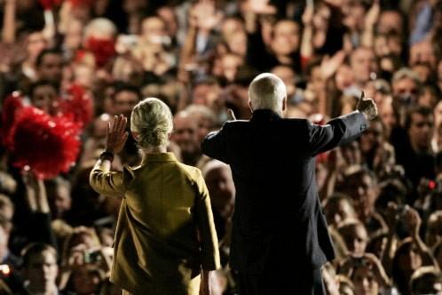 John McCain et son épouse Cindy ont salué... (Photo: Reuters)