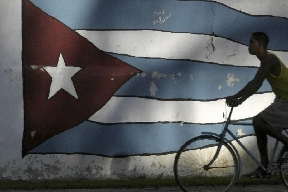 À Cuba, deux types de pesos circulent: le... (Photo Reuters)