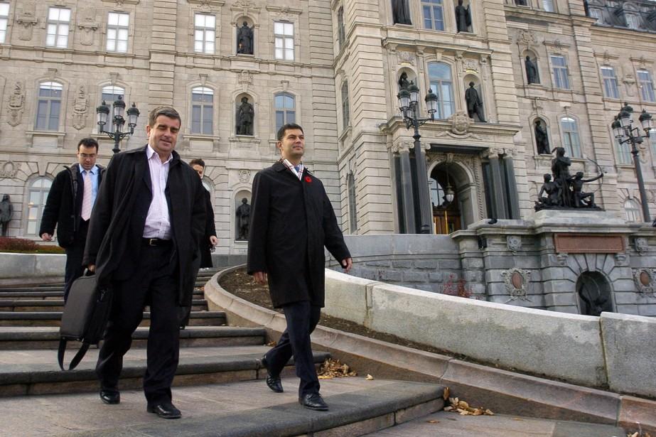 Après avoir accusé Jean Charest de déclencher des élections... (Photo Le Soleil)