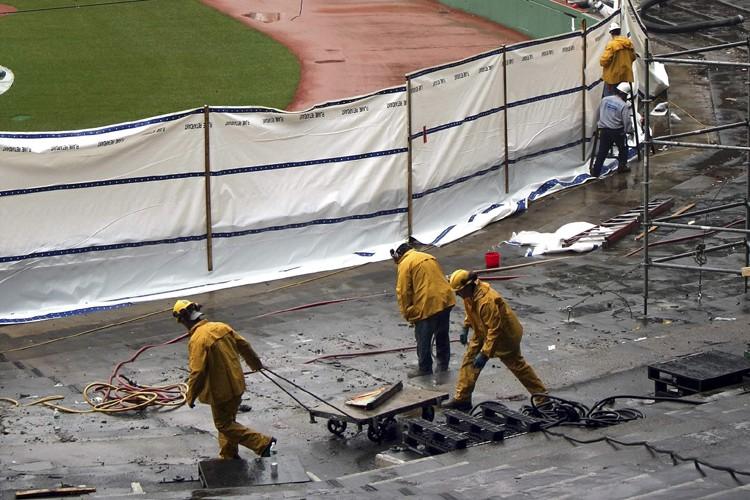 Les rénovations vont bon train au Fenway Park.... (Photo: AP)