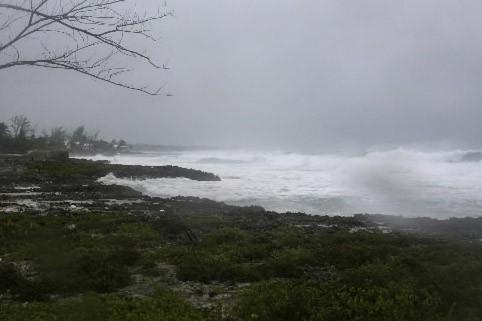 Après avoir causé d'importants dégâts sur les Iles Caïmans,... (Photo: AP)