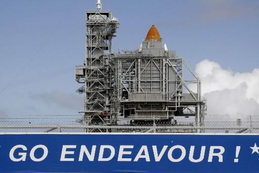 La navette Endeavour sur le pas de tir... (Photo: AP)