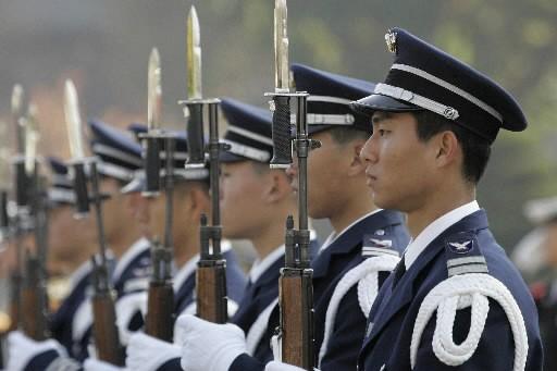 Des soldats sud-coréens... (Photo: Reuters)