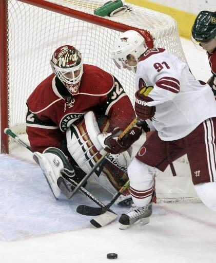 Niklas Backstrom a stoppé 24 tirs pour mériter son deuxième jeu... (Photo AP)