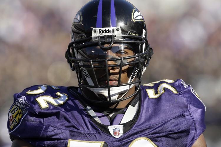 Ray Lewis démontre cette saison la même énergie... (Photo: AP)