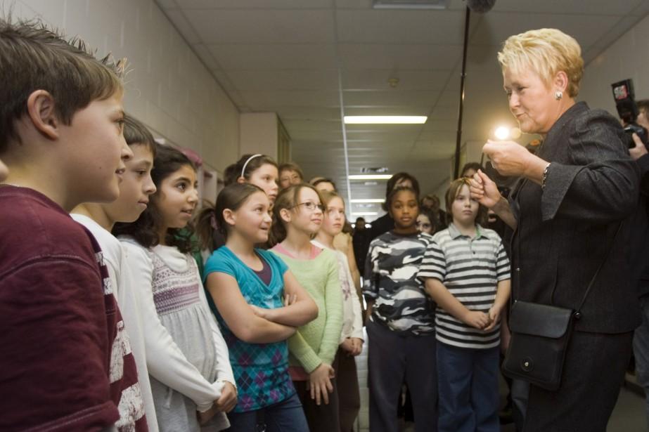 Pauline Marois a visité une école primaire de... (Photo La Presse Canadienne)