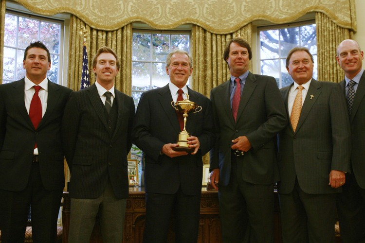 Ben Curtis, Hunter Mahan, le capitaine Paul Azinger,... (Photo: Reuters)