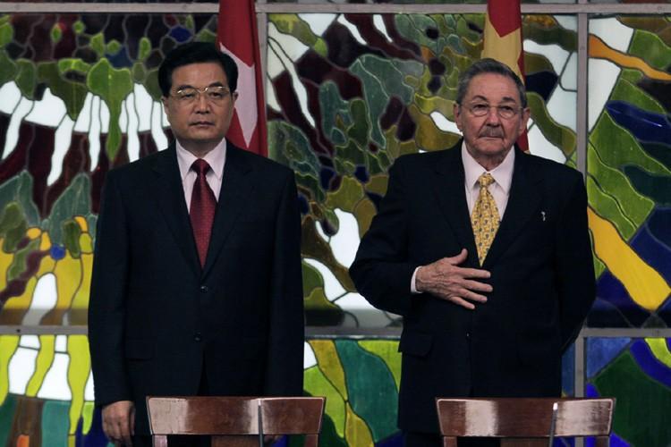 Hu Jintao et Raul Castro.... (Photo: AFP)