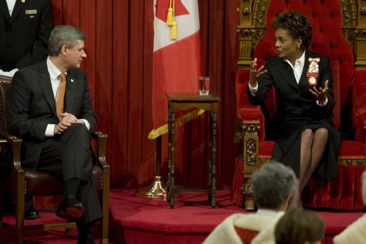 Le premier ministre Stephen Harper et la gouverneure... (Photo: PC)