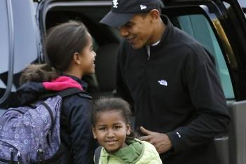 Obama et ses filles... (Photo Reuters)
