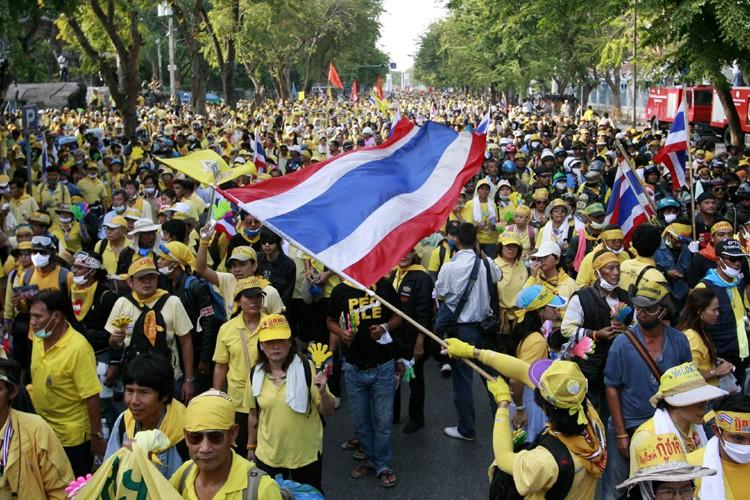 Des milliers d'opposants thaïlandais, engagés dans une... (Photo: Reuters)