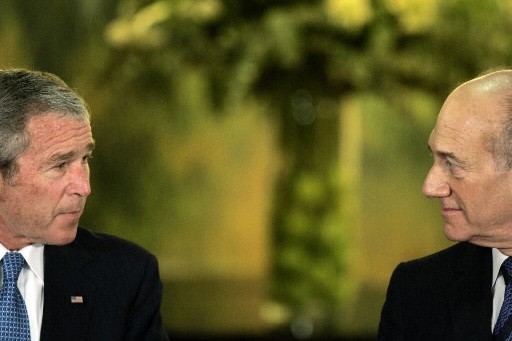 George W. Bush et Ehud Olmert... (Photo: AFP)