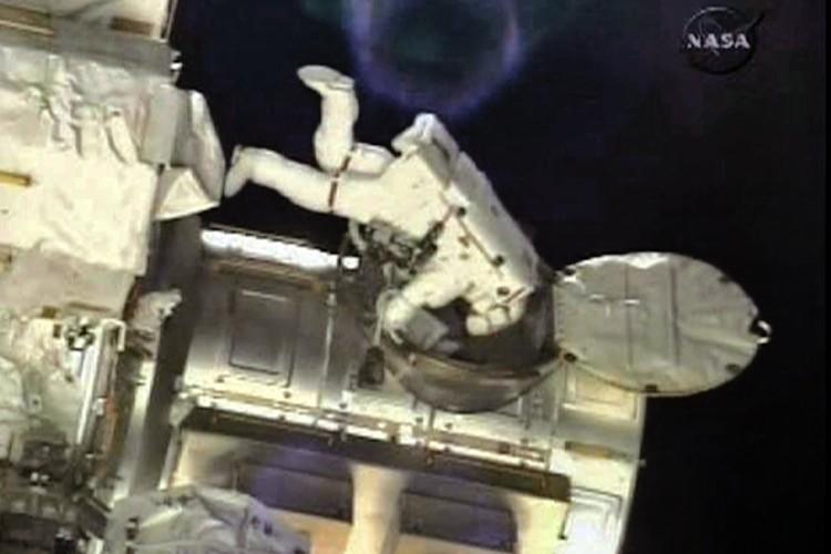 L'astronaute Shane Kimbrough au travail... (Photo: Reuters)