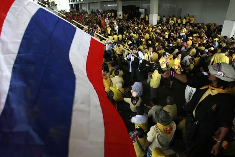 Environ 10 000 manifestants antigouvernementaux en Thaïlande... (Photo: Reuters)