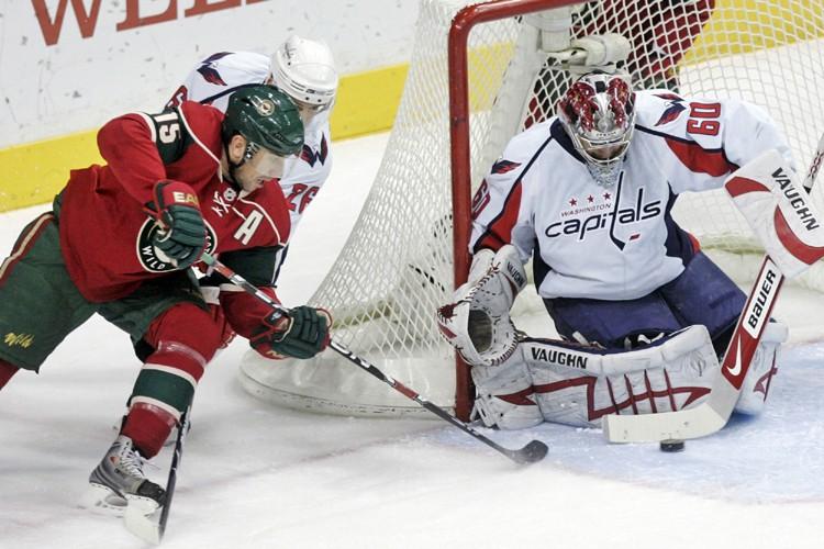 Cal Clutterbuck a appuyé une attaque du Minnesota qui en avait... (Photo: AP)
