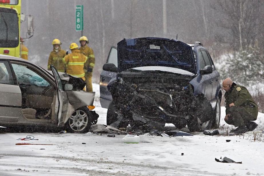Un accident a fait deux blessés et entraîné... (Photo: Patrick Sanfaçon, La Presse)
