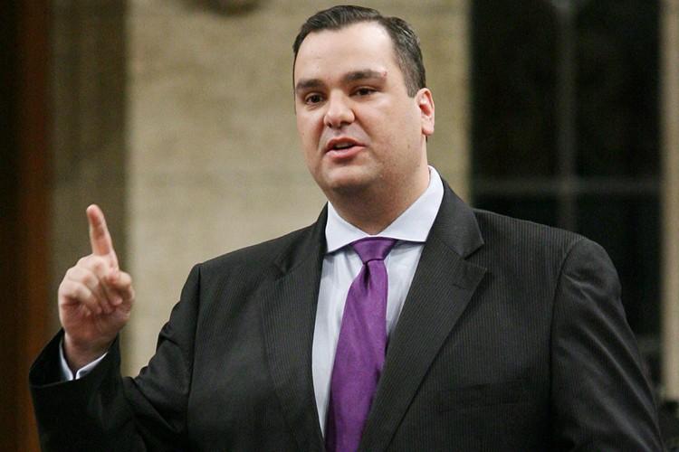 Le ministre du Patrimoine, James Moore, tarde toujours... (Photo: PC)