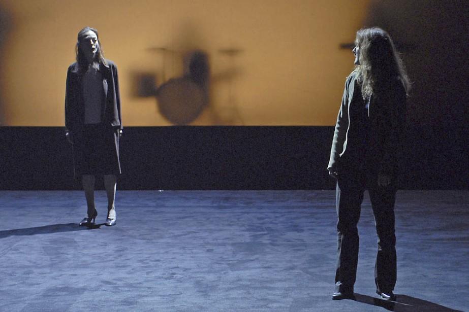 Sur une scène complètement dénudée, des comédiens, dont... (Photo: Ramon Senara)