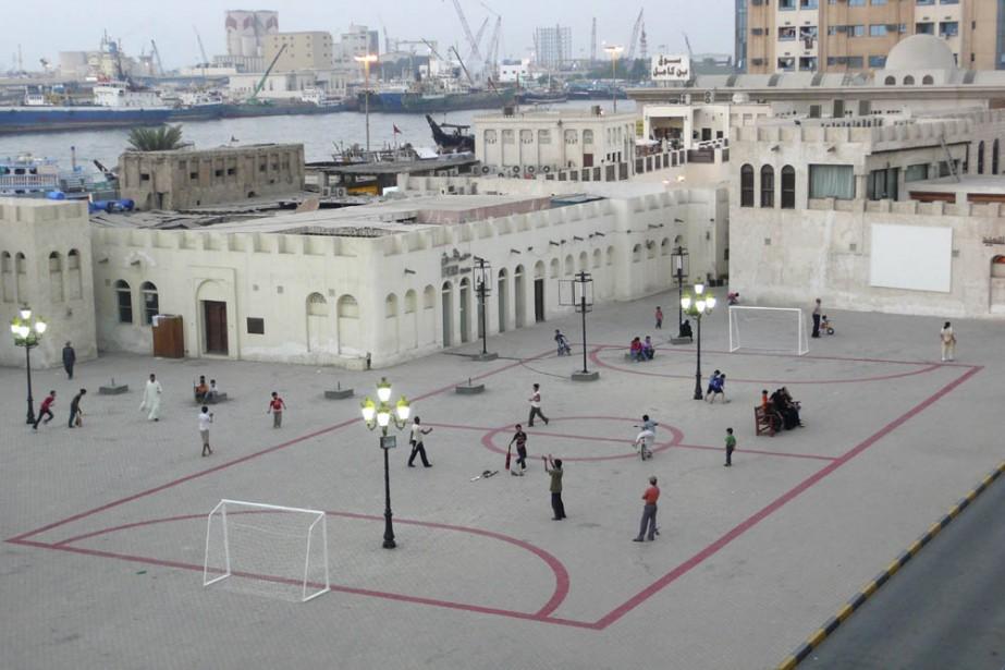 Sortir un terrain de football d'un pot de... (Photo: CCA)