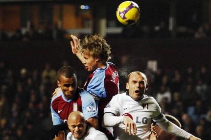 Les joueurs d'Aston Villa ont travailler fort pour... (Photo: Reuters)