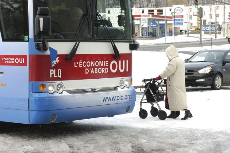 Jean Charest et son équipe de campagne ont... (Photo: Le Soleil)