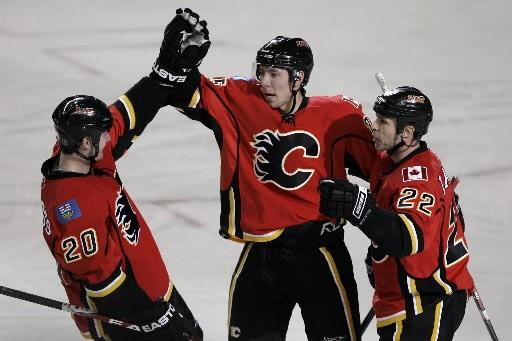 Les Flames de Calgary ont marqué trois buts en troisième... (Photo: Reuters)
